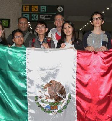 Jóvenes mexicanos ganan oro en olimpiada de matemáticas