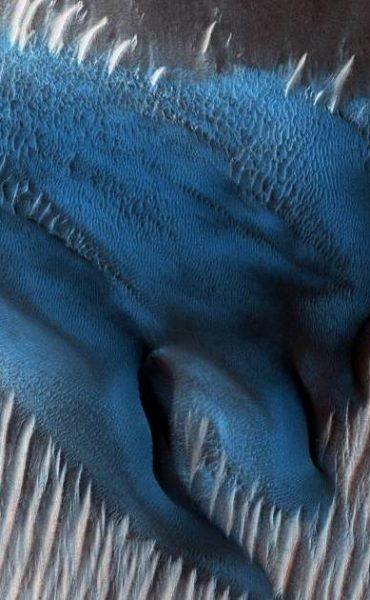 NASA capta insólitas dunas azules en Marte