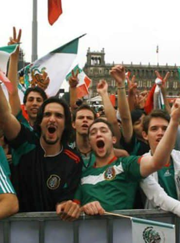 Se reunieron 80 mil personas en el Zócalo para ver el México-Suecia